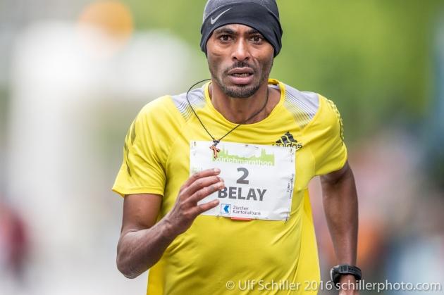 Abere Belay (ETH) belegt den zweiten Platz beim Zürich Marathon 2016