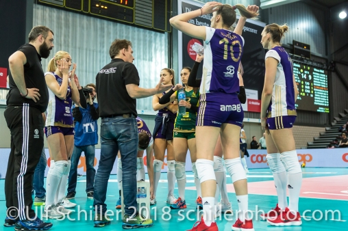 Auszeit Volero Zurich mit Avital Selinger (Volero Zurich, Headcoach) im Schweizer Cup Final zwischen Viteos NUC Neuchatel und Volero Zurich; VOLLEYBALL CUP FINAL 2018 am 31 March, 2018 in Fribourg (St. Leonhard-Halle), Schweiz, Photo Credit: Ulf Schiller / freshfocus