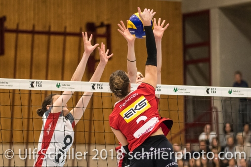 Angriff von Korina Perkovac (VC Kanti Schaffhausen #2) ; Volleyball, NLA 2017/18,, Spiel 2 um Platz 3:, TS Volley Duedingen vs Kanti Schaffhausen am 18 April, 2018 in Duedingen (Sportzentrum Leimacker), Schweiz, Photo Credit: Ulf Schiller / FRESHFOCUS