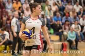 Zora WIDMER (TS Volley Duedingen #4) vor dem Aufschlag; Volleyball, NLA 2017/18,, Spiel 2 um Platz 3:, TS Volley Duedingen vs Kanti Schaffhausen am 18 April, 2018 in Duedingen (Sportzentrum Leimacker), Schweiz, Photo Credit: Ulf Schiller