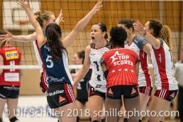 Jubel bei TS Volley Duedingen Powercats: v.l.: Courtney FELINSKI (TS Volley Duedingen #6), Thays DEPRATI (TS Volley Duedingen #5), Sabel MOFFETT (TS Volley Duedingen #17), Danielle HARBIN (TS Volley Duedingen #3), Kristel MARBACH (TS Volley Duedingen #9 C), Ines GRANVORKA (TS Volley Duedingen #13); Volleyball, NLA 2017/18,, Spiel 2 um Platz 3:, TS Volley Duedingen vs Kanti Schaffhausen am 18 April, 2018 in Duedingen (Sportzentrum Leimacker), Schweiz, Photo Credit: Ulf Schiller / FRESHFOCUS