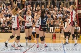Jubel bei TS Volley Duedingen Powercats; Volleyball, NLA 2017/18,, Spiel 2 um Platz 3:, TS Volley Duedingen vs Kanti Schaffhausen am 18 April, 2018 in Duedingen (Sportzentrum Leimacker), Schweiz, Photo Credit: Ulf Schiller