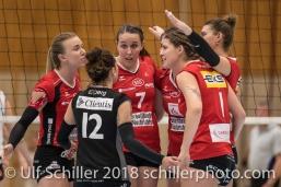 Jubel bei VC Kanti Schaffhausen: v.l.: Angela LOWAK (VC Kanti Schaffhausen #8), Johanna EDBERG (VC Kanti Schaffhausen #12), Nina Lutz (VC Kanti Schaffhausen #7), Caila STAPLETON (VC Kanti Schaffhausen #1), Korina Perkovac (VC Kanti Schaffhausen #2), verdeckt: Natalia CUKSEEVA (VC Kanti Schaffhausen #14 C); Volleyball, NLA 2017/18,, Spiel 2 um Platz 3:, TS Volley Duedingen vs Kanti Schaffhausen am 18 April, 2018 in Duedingen (Sportzentrum Leimacker), Schweiz, Photo Credit: Ulf Schiller