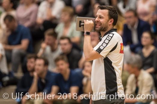 Nicki NEUBAUER (VC Kanti Schaffhausen, Headcoach); Volleyball, NLA 2017/18,, Spiel 2 um Platz 3:, TS Volley Duedingen vs Kanti Schaffhausen am 18 April, 2018 in Duedingen (Sportzentrum Leimacker), Schweiz, Photo Credit: Ulf Schiller