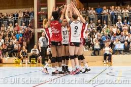 Jubel bei TS Volley Duedingen Powercats nach Block; Volleyball, NLA 2017/18,, Spiel 2 um Platz 3:, TS Volley Duedingen vs Kanti Schaffhausen am 18 April, 2018 in Duedingen (Sportzentrum Leimacker), Schweiz, Photo Credit: Ulf Schiller