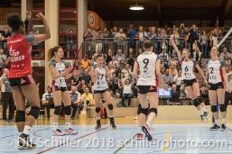 Jubel bei TS Volley Duedingen Powercats, /v.l.: Danielle HARBIN (TS Volley Duedingen #3), Ines GRANVORKA (TS Volley Duedingen #13), Sabel MOFFETT (TS Volley Duedingen #17), Kristel MARBACH (TS Volley Duedingen #9 C), Courtney FELINSKI (TS Volley Duedingen #6), Kerley BECKER (TS Volley Duedingen #2); Volleyball, NLA 2017/18,, Spiel 2 um Platz 3:, TS Volley Duedingen vs Kanti Schaffhausen am 18 April, 2018 in Duedingen (Sportzentrum Leimacker), Schweiz, Photo Credit: Ulf Schiller
