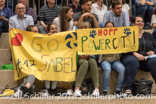 Fanclub von Sabel MOFFETT (TS Volley Duedingen #17); Volleyball, NLA 2017/18,, Spiel 2 um Platz 3:, TS Volley Duedingen vs Kanti Schaffhausen am 18 April, 2018 in Duedingen (Sportzentrum Leimacker), Schweiz, Photo Credit: Ulf Schiller