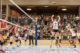 Kristel MARBACH (TS Volley Duedingen #9 C) passt zu Sabel MOFFETT (TS Volley Duedingen #17); Volleyball, NLA 2017/18,, Spiel 2 um Platz 3:, TS Volley Duedingen vs Kanti Schaffhausen am 18 April, 2018 in Duedingen (Sportzentrum Leimacker), Schweiz, Photo Credit: Ulf Schiller