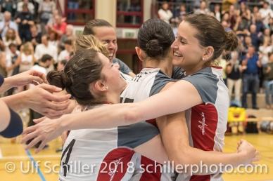Zora WIDMER (TS Volley Duedingen #4) , Sabel MOFFETT (TS Volley Duedingen #17), Kristel MARBACH (TS Volley Duedingen #9 C); Volleyball, NLA 2017/18,, Spiel 2 um Platz 3:, TS Volley Duedingen vs Kanti Schaffhausen am 18 April, 2018 in Duedingen (Sportzentrum Leimacker), Schweiz, Photo Credit: Ulf Schiller