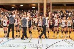 Jubel bei TS Volley Duedingen Powercats nach verwandeltem Matchball; Volleyball, NLA 2017/18,, Spiel 2 um Platz 3:, TS Volley Duedingen vs Kanti Schaffhausen am 18 April, 2018 in Duedingen (Sportzentrum Leimacker), Schweiz, Photo Credit: Ulf Schiller