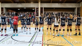 Volley Duedingen and fans after match Volleyball NLA 2018-2019 TS Volley Duedingen vs Viteos NUC am 17.10.18 im Sportzentrum Leimacker in Duedingen (Schweiz).
