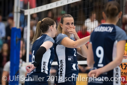 Kerley Becker (Volley Duedingen #2), Brianna Beamish (Volley Duedingen #6) Volleyball NLA 2018-2019 TS Volley Duedingen vs Viteos NUC am 17.10.18 im Sportzentrum Leimacker in Duedingen (Schweiz).