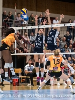 Successful Block by Kristel Marbach (Volley Duedingen #9) and Kerley Becker (Volley Duedingen #2) against Kyra Holt (Viteos NUC #7) Volleyball NLA 2018-2019 TS Volley Duedingen vs Viteos NUC am 17.10.18 im Sportzentrum Leimacker in Duedingen (Schweiz).