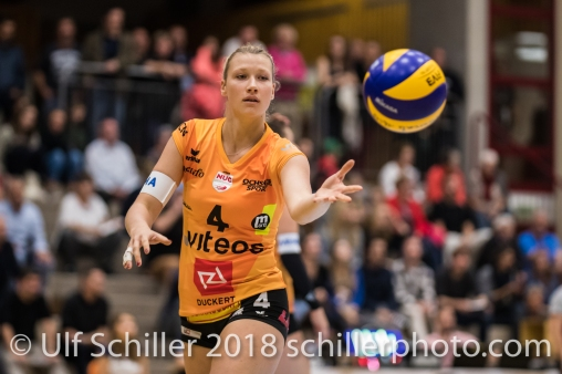 Meline Pierret (Viteos NUC #4) Volleyball NLA 2018-2019 TS Volley Duedingen vs Viteos NUC am 17.10.18 im Sportzentrum Leimacker in Duedingen (Schweiz).