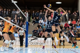 Kristel Marbach (Volley Duedingen #9) , Kerley Becker (Volley Duedingen #2) Volleyball NLA 2018-2019 TS Volley Duedingen vs Viteos NUC am 17.10.18 im Sportzentrum Leimacker in Duedingen (Schweiz).