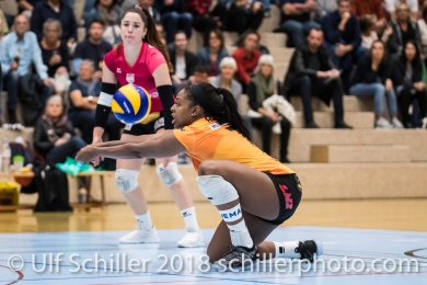 Kyra Holt (Viteos NUC #7) Volleyball NLA 2018-2019 TS Volley Duedingen vs Viteos NUC am 17.10.18 im Sportzentrum Leimacker in Duedingen (Schweiz).