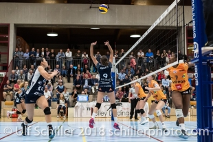 Kristel Marbach (Volley Duedingen #9) and Sabel Moffett (Volley Duedingen #17) Volleyball NLA 2018-2019 TS Volley Duedingen vs Viteos NUC am 17.10.18 im Sportzentrum Leimacker in Duedingen (Schweiz).
