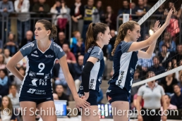 Kristel Marbach (Volley Duedingen #9), Sarina Brunner (Volley Duedingen #11), Samira Sulser (Volley Duedingen #8) Volleyball NLA 2018-2019 TS Volley Duedingen vs Viteos NUC am 17.10.18 im Sportzentrum Leimacker in Duedingen (Schweiz).