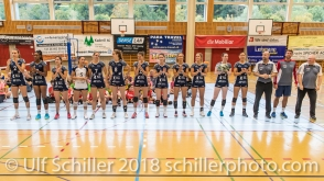 Volley Duedingen Powercats v.l.n.r.: Kerley Becker (Volley Duedingen #2), Danielle Harbin (Volley Duedingen #3), Zora Widmer (Volley Duedingen #4), Thays Deprati (Volley Duedingen #5), Francine Marx (Volley Duedingen #7), Samira Sulser (Volley Duedingen #8), Kristel Marbach (Volley Duedingen #9), Sarina Brunner (Volley Duedingen #11), Ines Granvorka (Volley Duedingen #13), Mona Rottaris (Volley Duedingen #14), Zoe Kressler (Volley Duedingen #16), Sabel Moffett (Volley Duedingen #17), Dario Bettello (Volley Duedingen, Headcoach), Michal Tarabcik (Volley Duedingen, Assistant Coach / Scout), Alfred Roth (Volley Duedingen, Assistant Coach) Volleyball Preseason 2018-19 Testmatch am 06.10.18 im Sportzentrum Leimacker in Duedingen (Schweiz).
