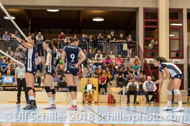 Sabel Moffett (Volley Duedingen #17), Sarina Brunner (Volley Duedingen #11), Kristel Marbach (Volley Duedingen #9), Thays Deprati (Volley Duedingen #5) Volleyball Preseason 2018-19 Testmatch am 06.10.18 im Sportzentrum Leimacker in Duedingen (Schweiz).