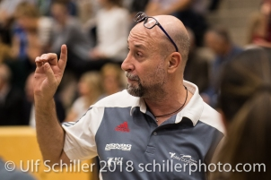 Dario Bettello (Volley Duedingen, Headcoach) Volleyball Preseason 2018-19 Testmatch am 06.10.18 im Sportzentrum Leimacker in Duedingen (Schweiz).