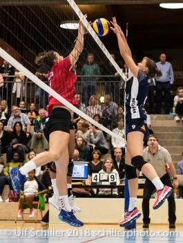 Block von Kristel Marbach (Volley Duedingen #9) Volleyball Preseason 2018-19 Testmatch am 06.10.18 im Sportzentrum Leimacker in Duedingen (Schweiz).