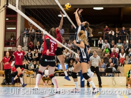 Block von Kerley Becker (Volley Duedingen #2) Volleyball Preseason 2018-19 Testmatch am 06.10.18 im Sportzentrum Leimacker in Duedingen (Schweiz).