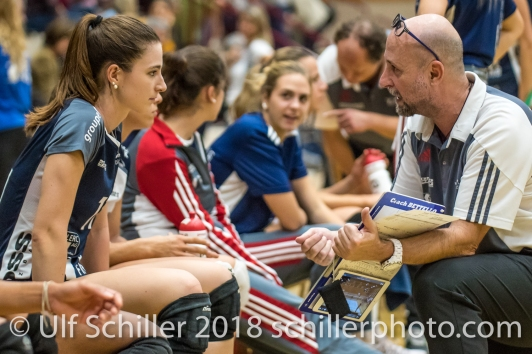 Dario Bettello (Volley Duedingen, Headcoach) und Sarina Brunner (Volley Duedingen #11) Volleyball Preseason 2018-19 Testmatch am 06.10.18 im Sportzentrum Leimacker in Duedingen (Schweiz).
