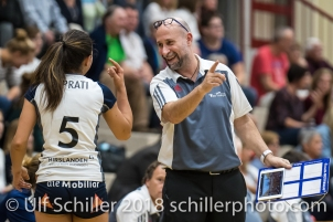 Thays Deprati (Volley Duedingen #5) und Dario Bettello (Volley Duedingen, Headcoach) Volleyball Preseason 2018-19 Testmatch am 06.10.18 im Sportzentrum Leimacker in Duedingen (Schweiz).