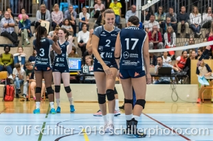 Kerley Becker (Volley Duedingen #2) und Sabel Moffett (Volley Duedingen #17) Volleyball Preseason 2018-19 Testmatch am 06.10.18 im Sportzentrum Leimacker in Duedingen (Schweiz).