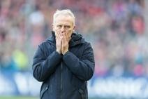 Christian Streich (Cheftrainer SC Freiburg) Fussball Bundesliga - 2018-19 - SC Freiburg vs. SV Werder Bremen - 25. 11. 2018 im Schwarzwaldstadium in Freiburg (Deutschland). DFL REGULATIONS PROHIBIT ANY USE OF PHOTOGRAPHS AS IMAGE SEQUENCES AND/OR QUASI-VIDEO.