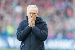 Christian Streich (Cheftrainer SC Freiburg) Fussball Bundesliga - 2018-19 - SC Freiburg vs. SV Werder Bremen - 25. 11. 2018 im Schwarzwaldstadium in Freiburg (Deutschland). DFL REGULATIONS PROHIBIT ANY USE OF PHOTOGRAPHS AS IMAGE SEQUENCES AND/OR QUASI-VIDEO.