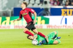 Foul von Yann Sommer (Borussia Moenchengladbach, #1) an G. Waldschmidt (SC Freiburg #11) zum Elfmeter in der ersten Spielminute Fussball Bundesliga - 18/19 SC Freiburg vs. Borussia Moenchengladbach 26-10-2018 im Schwarzwaldstadion in Freiburg (Deutschland). DFL REGULATIONS PROHIBIT ANY USE OF PHOTOGRAPHS AS IMAGE SEQUENCES AND/OR QUASI-VIDEO.