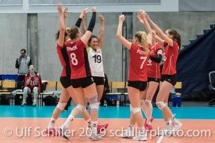 Punkt nach erfolgreichem Block fuer die Schweiz / Suisse Volleyball European Championship Qualification Women Switzerland vs Austria on January 9, 2019 at Betoncoupe Arena in Schoenenwerd (Switzerland).
