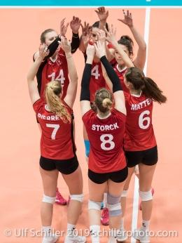 Punkt fuer die Schweiz / Suisse mit: KUENZLER Laura (Suisse, #14), PIERRET Meline (Suisse, #7), SCHOTTROFF Gabi (Suisse, #4), LENGWEILER Julie (Suisse, #1), STORCK Maja (Suisse, #8), MATTER Madlaina (Suisse, #6) Volleyball European Championship Qualification Women Switzerland vs Austria on January 9, 2019 at Betoncoupe Arena in Schoenenwerd (Switzerland).