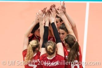 Punkt fuer die Schweiz / Suisse vlnr KUENZLER Laura (Suisse, #14), PIERRET Meline (Suisse, #7), SCHOTTROFF Gabi (Suisse, #4), LENGWEILER Julie (Suisse, #1), STORCK Maja (Suisse, #8), MATTER Madlaina (Suisse, #6) Volleyball European Championship Qualification Women Switzerland vs Austria on January 9, 2019 at Betoncoupe Arena in Schoenenwerd (Switzerland).