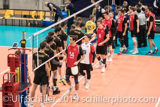 Begruessung der Teams Schweiz / Suisse Ukraine Volleyball European Championship Qualification Men Switzerland vs Ukraine on January 9, 2019 at Betoncoupe Arena in Schoenenwerd (Switzerland).