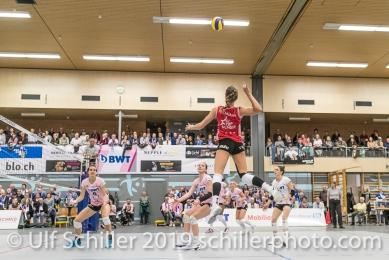Dora Grozer (Sm'Aesch Pfeffingen #9) beim Angriff; Volleyball NLA 2018-19 Playoffs Final Game 1 Sm'Aesch Pfeffingen vs NUC UC on April, 11, 2019 in Aesch (Switzerland).