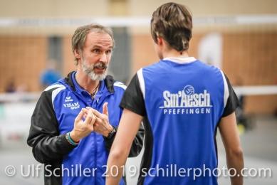 Andreas Vollmer (Headcoach Sm'Aesch Pfeffingen) gibt Anweisungen an Gabi Schottroff (Sm'Aesch Pfeffingen #4); Volleyball NLA 2018-19 Playoffs Final Game 1 Sm'Aesch Pfeffingen vs NUC UC on April, 11, 2019 in Aesch (Switzerland).