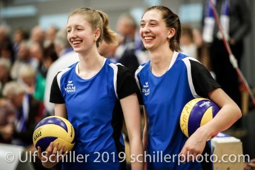 Annalea Maeder (Sm'Aesch Pfeffingen #17) und Madlaina Matter (Sm'Aesch Pfeffingen #6); Volleyball NLA 2018-19 Playoffs Final Game 1 Sm'Aesch Pfeffingen vs NUC UC on April, 11, 2019 in Aesch (Switzerland).