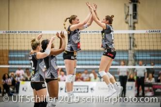 High 5 for Segolene Girard (Viteos NUC #15) before the match mit Martina Halter (Viteos NUC #3); Volleyball NLA 2018-19 Playoffs Final Game 1 Sm'Aesch Pfeffingen vs NUC UC on April, 11, 2019 in Aesch (Switzerland).