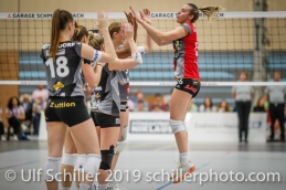 High 5 for Tia Scambray (Viteos NUC #16) before the match; Volleyball NLA 2018-19 Playoffs Final Game 1 Sm'Aesch Pfeffingen vs NUC UC on April, 11, 2019 in Aesch (Switzerland).