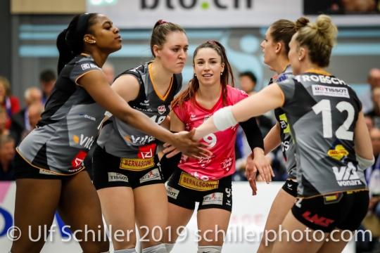 Jubel bei Viteos NUC nach Punktgewinn mit Tabea Dailliard (Viteos NUC #9) (Mitte); Volleyball NLA 2018-19 Playoffs Final Game 1 Sm'Aesch Pfeffingen vs NUC UC on April, 11, 2019 in Aesch (Switzerland).