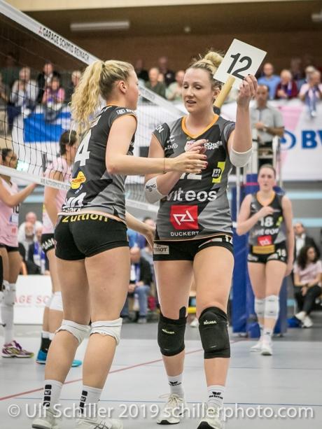 Wechsel: Meline Pierret (Viteos NUC #4) gegen Sarah Troesch (Viteos NUC #12); Volleyball NLA 2018-19 Playoffs Final Game 1 Sm'Aesch Pfeffingen vs NUC UC on April, 11, 2019 in Aesch (Switzerland).