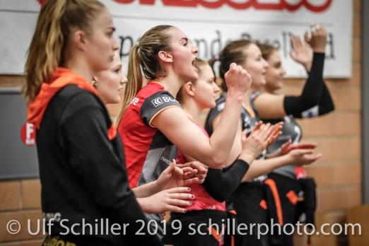 Jubel auf der Bank von Viteos NUC mit Tia Scambray (Viteos NUC #16); Volleyball NLA 2018-19 Playoffs Final Game 1 Sm'Aesch Pfeffingen vs NUC UC on April, 11, 2019 in Aesch (Switzerland).