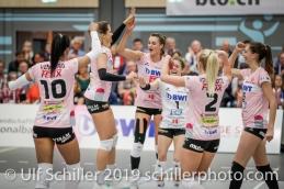 Jubel bei Sm'Aesch Pfeffingen nach Punktgewinn; Volleyball NLA 2018-19 Playoffs Final Game 1 Sm'Aesch Pfeffingen vs NUC UC on April, 11, 2019 in Aesch (Switzerland).