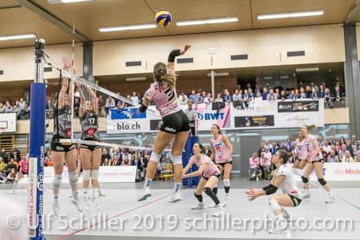 Angriff durch Livia Zaugg (Sm'Aesch Pfeffingen #3) Volleyball NLA 2018-19 Playoffs Final Game 1 Sm'Aesch Pfeffingen vs NUC UC on April, 11, 2019 in Aesch (Switzerland).
