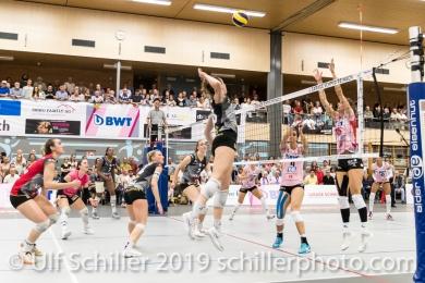 Angruff von Viteos NUC durch Martenne Bettendorf (Viteos NUC #18); Volleyball NLA 2018-19 Final Playoffs Game 3 Sm'Aesch Pfeffingen vs Viteos NUC on April, 22, 2019 in Aesch (Switzerland).