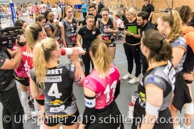 Time out Viteos NUC mit Lauren Bertolacci (Viteos NUC, Headcoach); Volleyball NLA 2018-19 Final Playoffs Game 3 Sm'Aesch Pfeffingen vs Viteos NUC on April, 22, 2019 in Aesch (Switzerland).