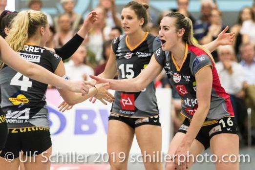 Jubel bei Viteos NUC mit Xenia Staffelbach (Viteos NUC #17) (rechts) Volleyball NLA 2018-19 Final Playoffs Game 3 Sm'Aesch Pfeffingen vs Viteos NUC on April, 22, 2019 in Aesch (Switzerland).